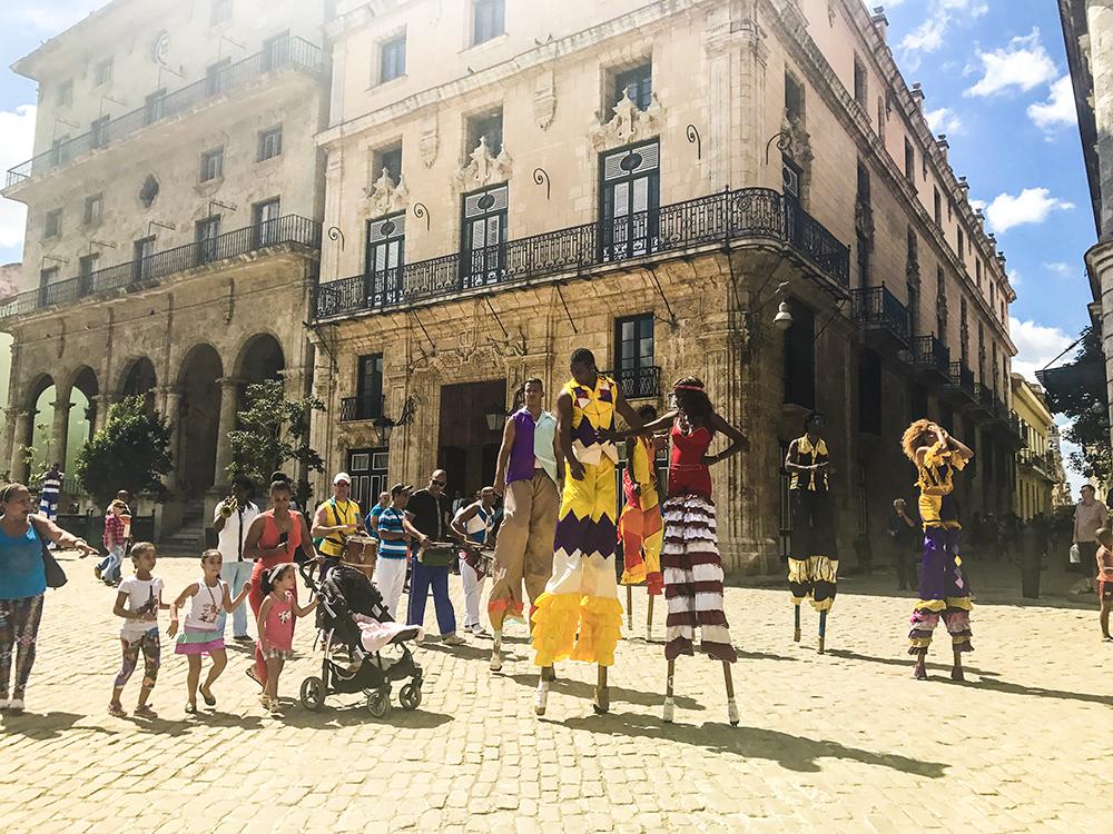 havana-colorful-people